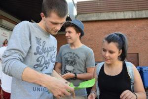 Neue Freiwillige bei Stadtrallye durch Neumünster